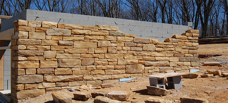 diy-repairing-your-sandstone-walls-image-1